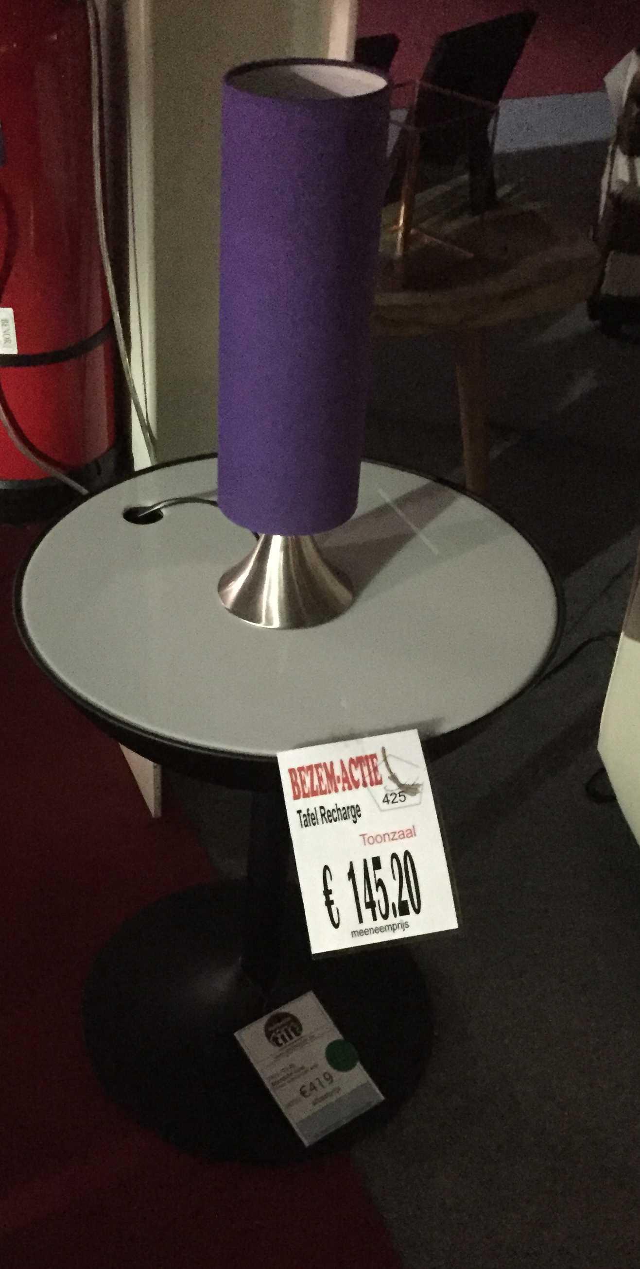 Bijzettafel Recharge met stopcontact + LED  Meubelen TilT De Keizer